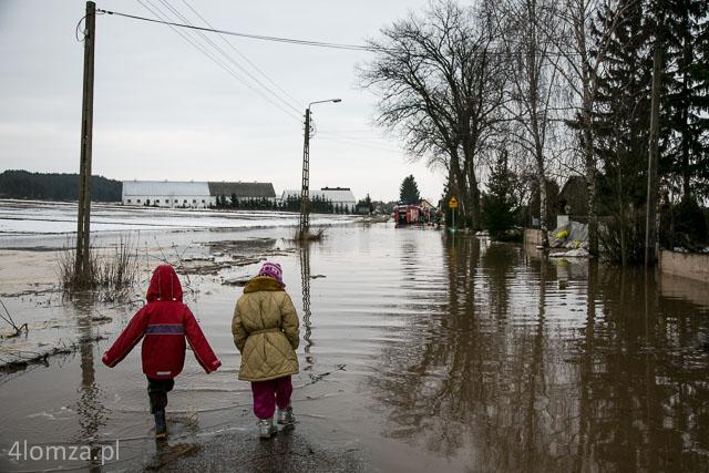 Foto: Woda szybko podnosi się...