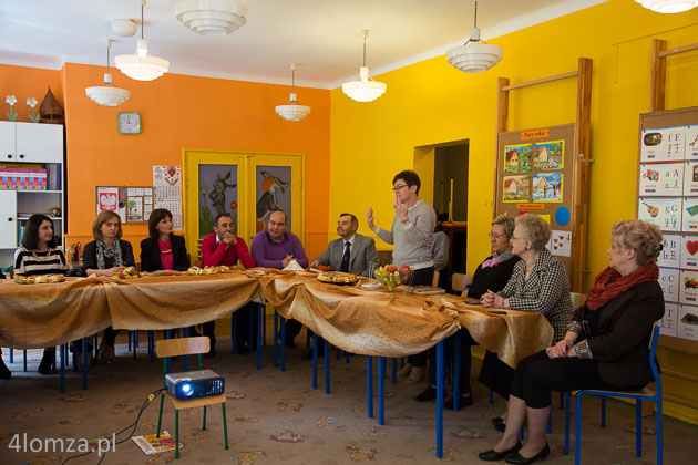 """Foto: Gruzini uczą się od """"Edukatora"""" wychowania przedszkolnego"""