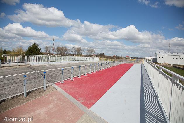 Foto: Piąty most przez Łomżyczkę otwarty. Browarna też