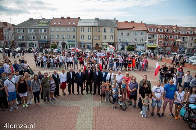 Foto: Hołd dla bohaterów na Starym Rynku