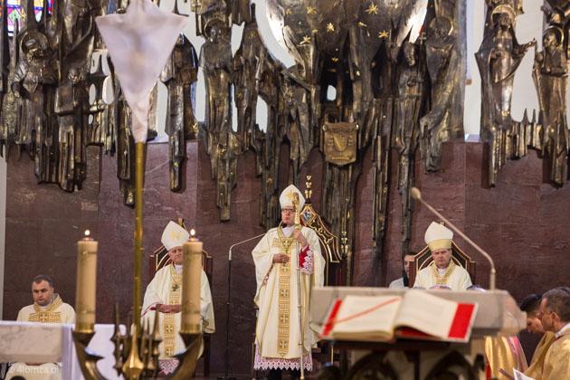 """Foto: """"Lud kapłański, lud królewski..."""" w Wielki Czwartek w Łomży"""