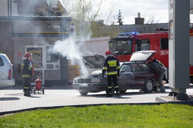 Foto: Na stacji benzynowej w Łomży zapalił się samochód - udało się ugasić ogień