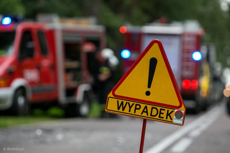 Foto: W pobliżu Czerwonego Boru dachował samochód - jedna osoba ranna