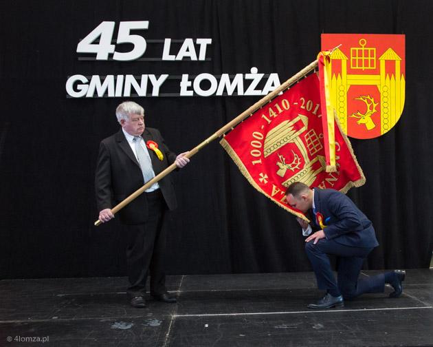 Foto: Gmina Łomża ma 45 lat i nowy sztandar