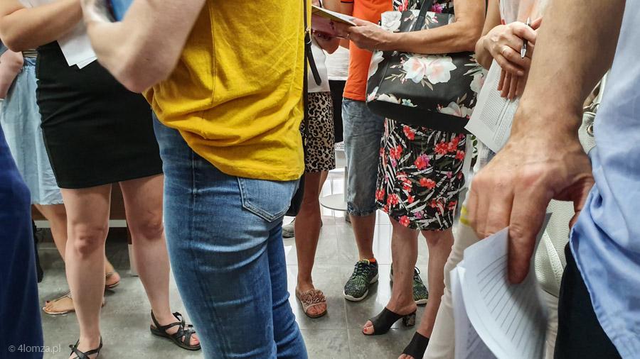 Foto: Przedsiębiorcy z Łomży i okolic w kolejkach po dotacje na prąd