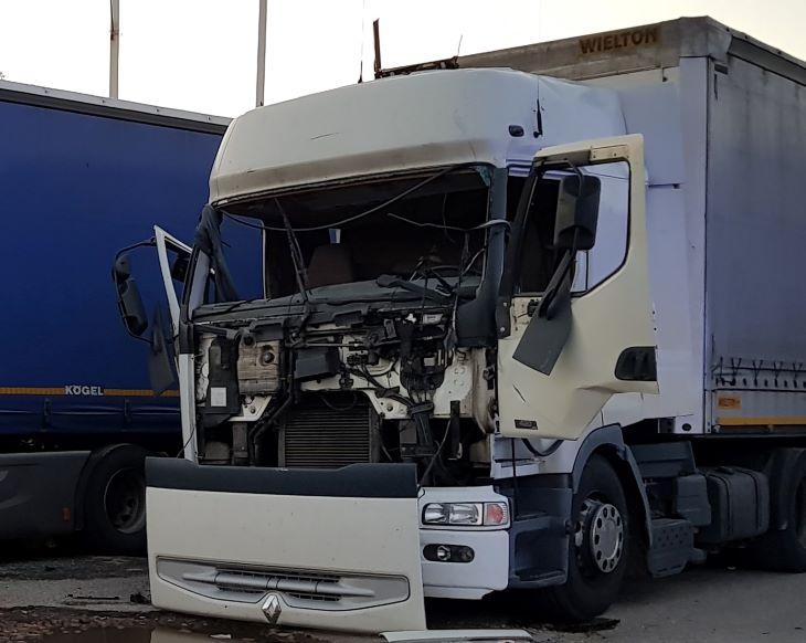 Foto: Gaz wybuchł w kabinie ciężarówki