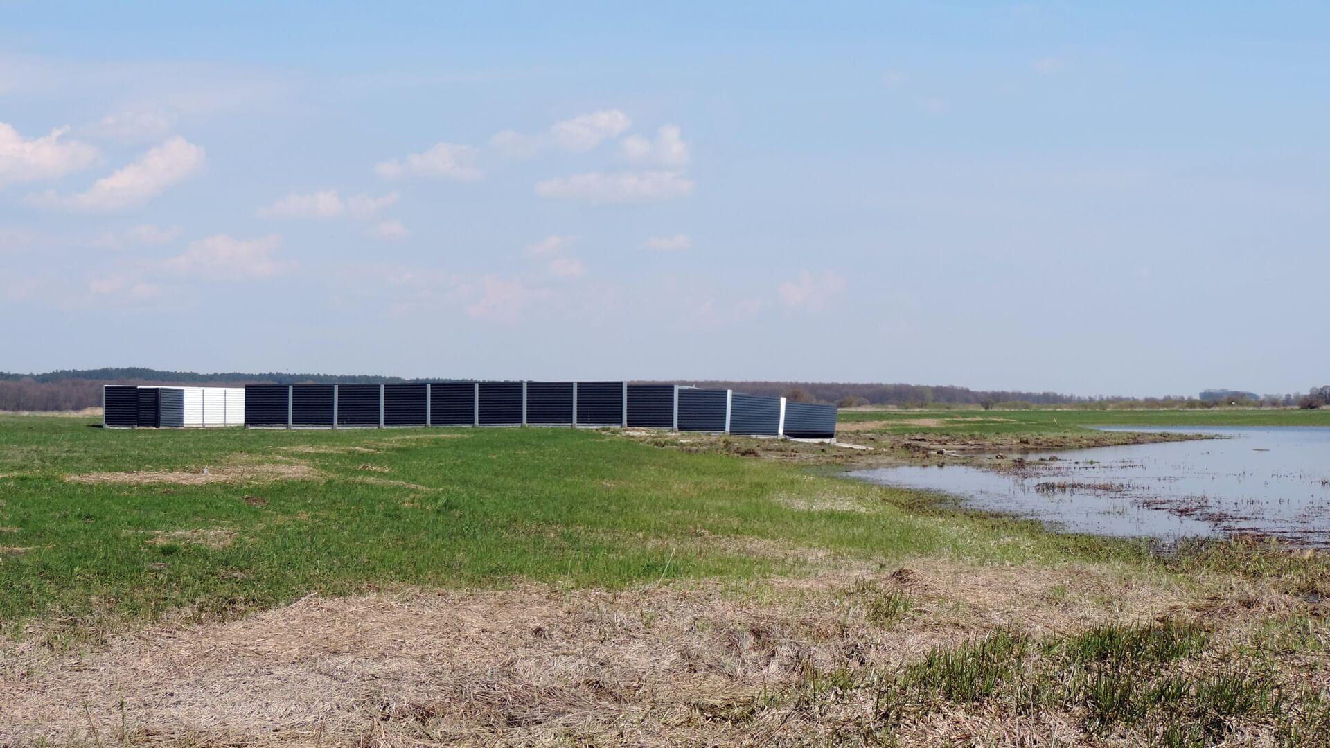 Foto: Przy starorzeczu Narwi w obrębie wsi Pniewo pojawiła się zabudowa - według przyrodników to samowola budowlana